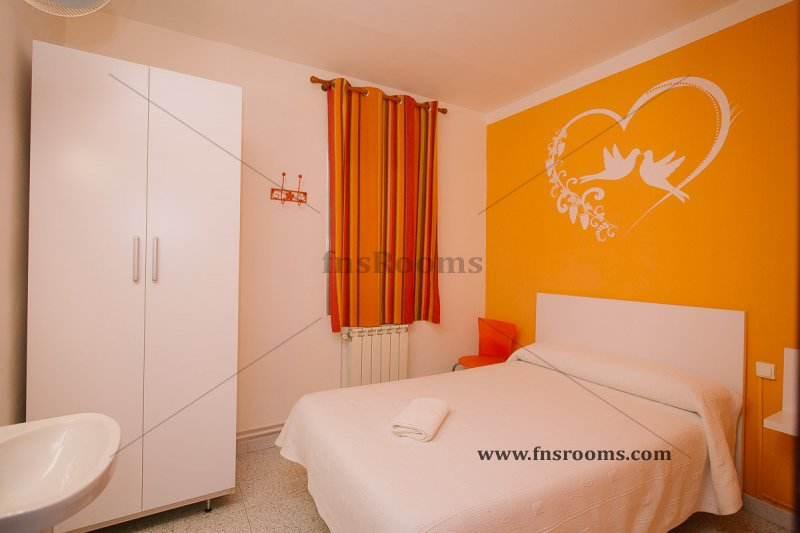 Hostal en barcelona for Hostal familiar barcelona