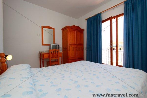Hostal Sa Rota - Hostal en Ibiza - Hostal en Santa Eulalia, Ibiza