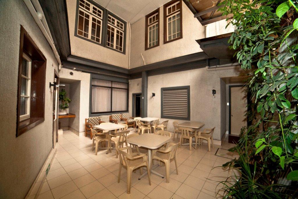 1047-1482943498_patio.jpg