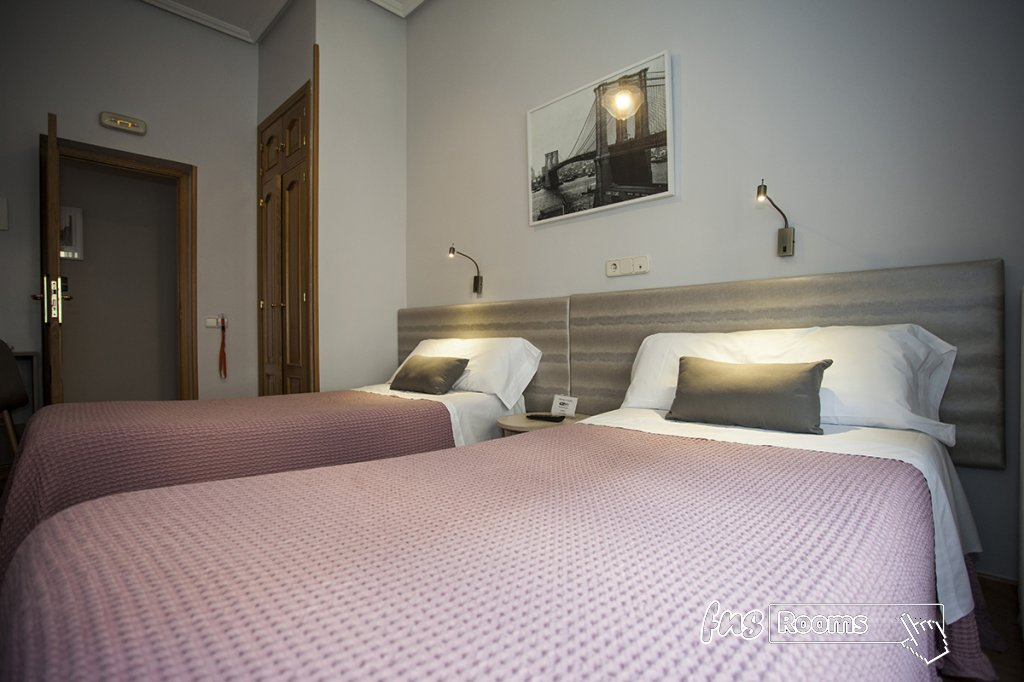 Hostal Santa Cruz - Hostels in Madrid