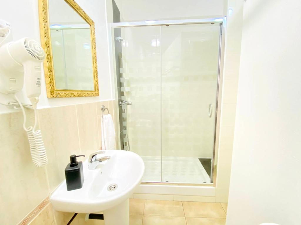 Individual. Baño privado