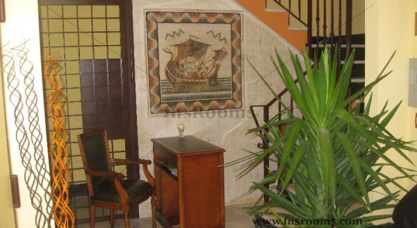 8 - Apartamentos Medina Reyes Católicos