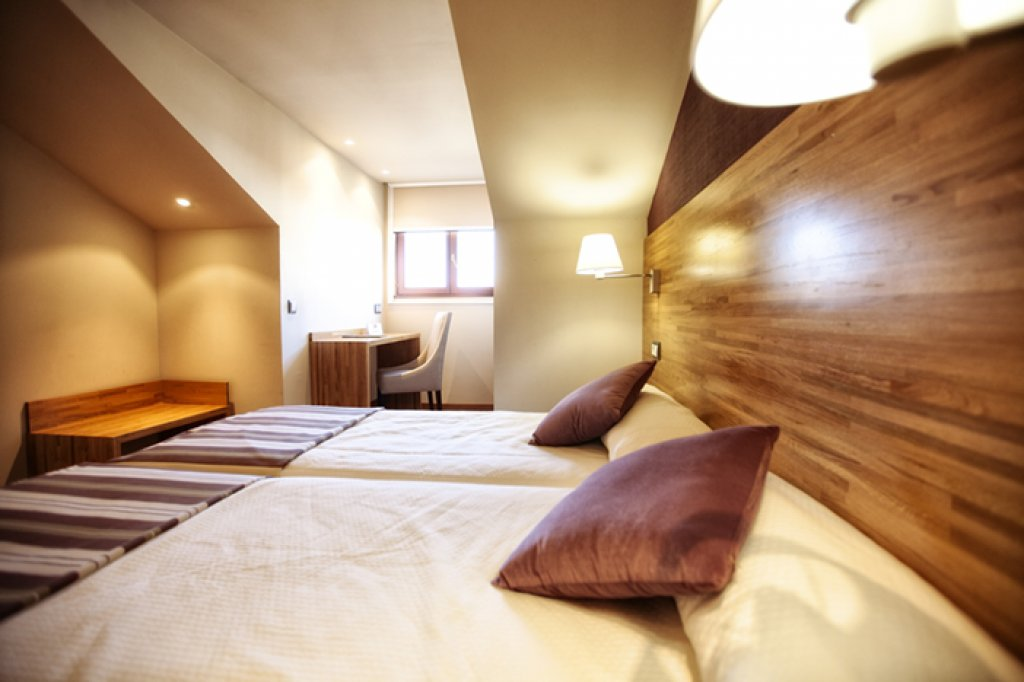 3733-habitaci-n-posada-herrera-camas-pal.jpg