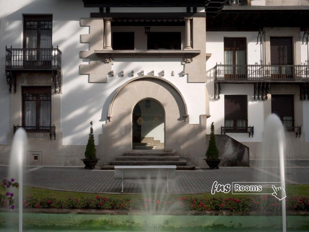 Hotel Palacio Arias / Hotel Arias / Apartamentos Arias Navia