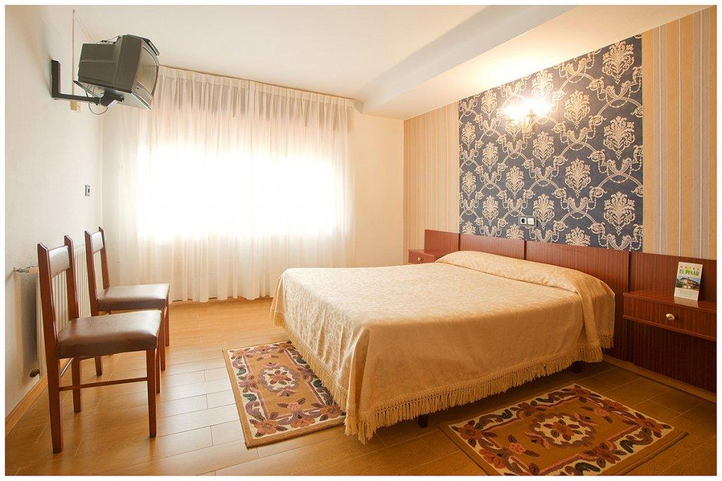 Hotel El Pinar. Hotel Low Cost. Peregrinos Navia