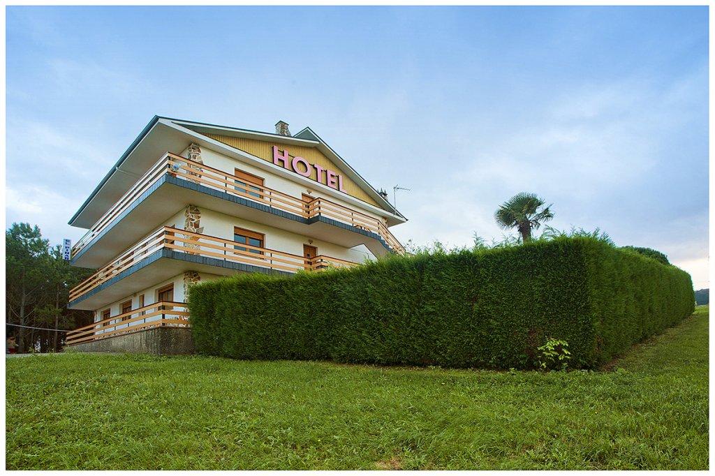 Hotel El Pinar. Hotel Low Cost. Peregrinos