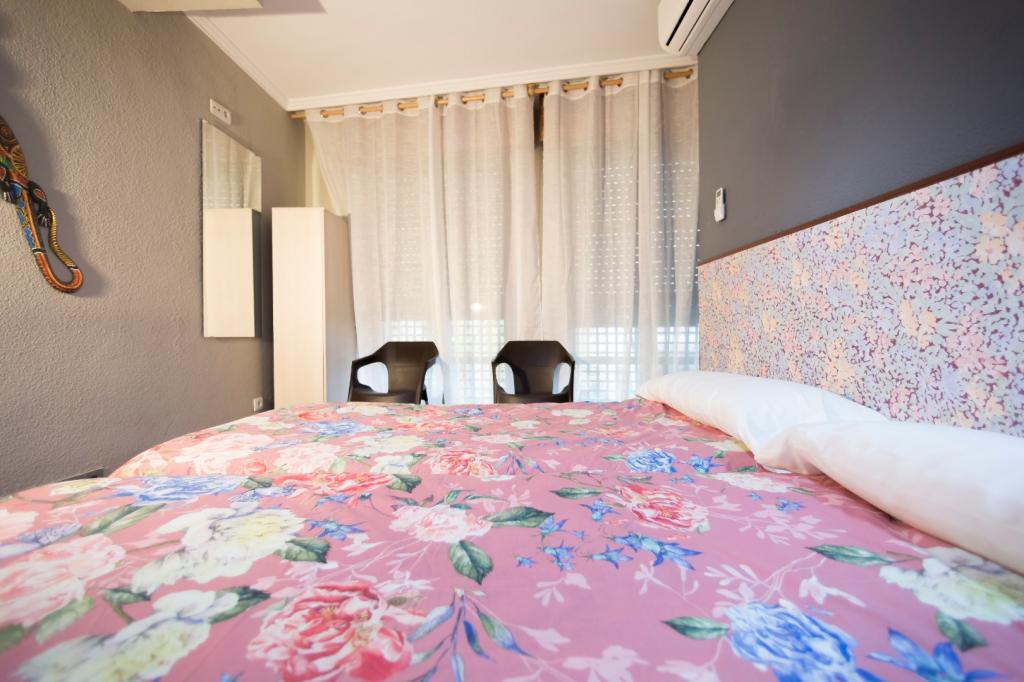 4461-1555333247_alhambra-zoom-hostal-habitacion-doble-dos-camas.jpg.jpg