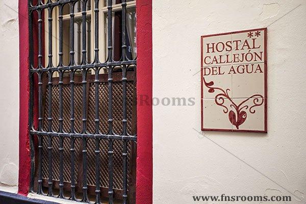 Hostal Callejón del Agua - Seville Hostel
