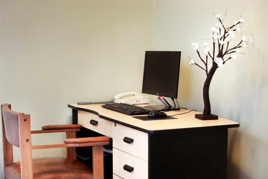 5156-business-center.jpg