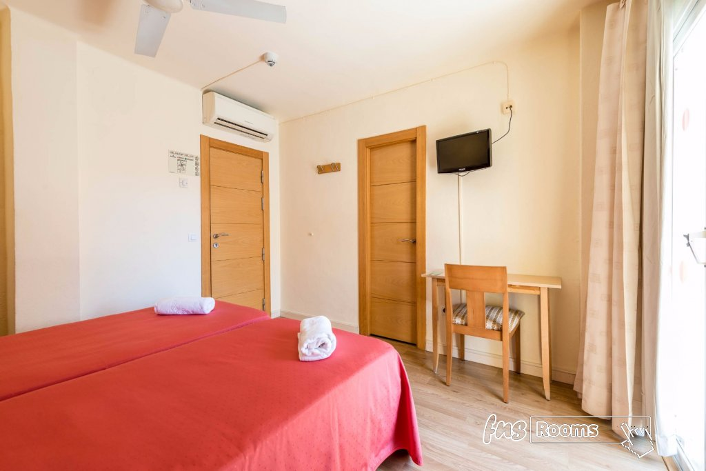 Europa Punico Hostel - Hostel in the center of Ibiza - Cheap Hostel in Ibiza - Pictures of the Hostel