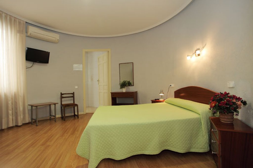 Doble matrimonial con baño - 64-hostal-olga-madrid-2013-5.jpg