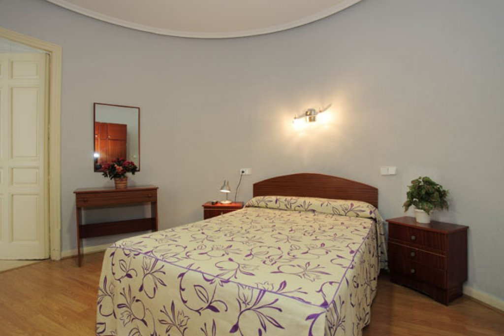 Doble matrimonial con baño - 64-hostal-olga-madrid-2013-8.jpg