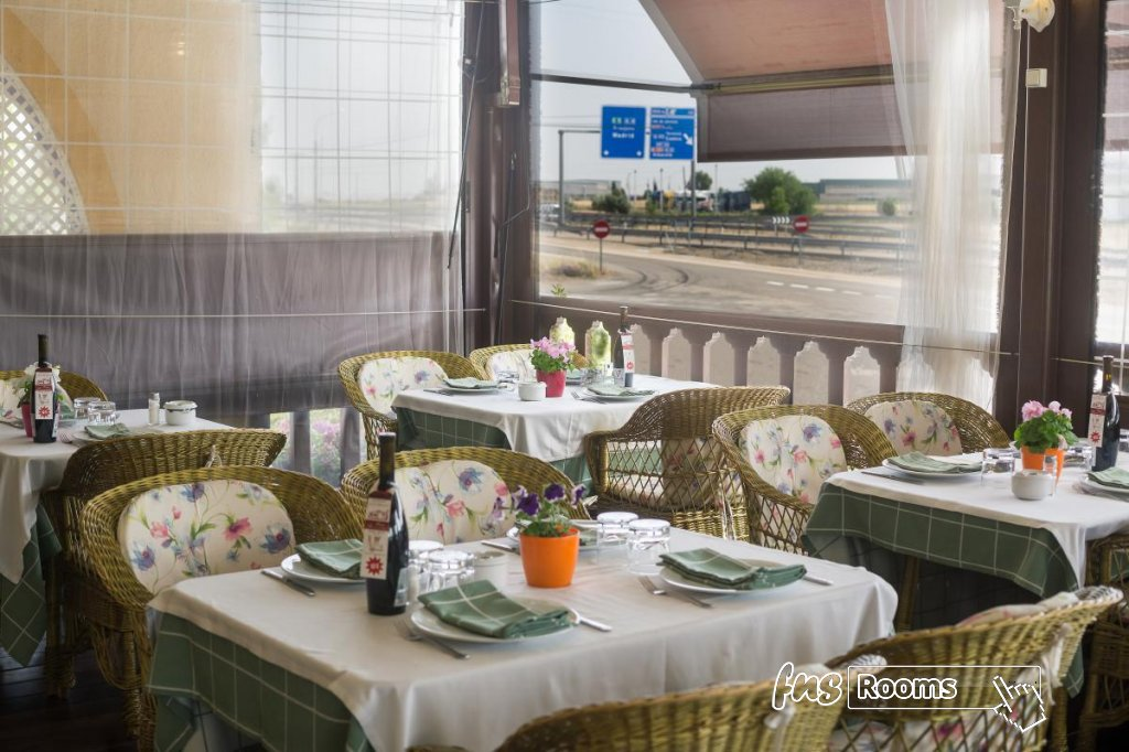 4 - Hotel Restaurante Los Arcos