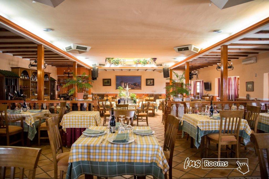 11 - Hotel Restaurante Los Arcos
