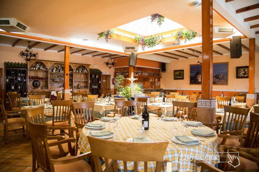 12 - Hotel Restaurante Los Arcos