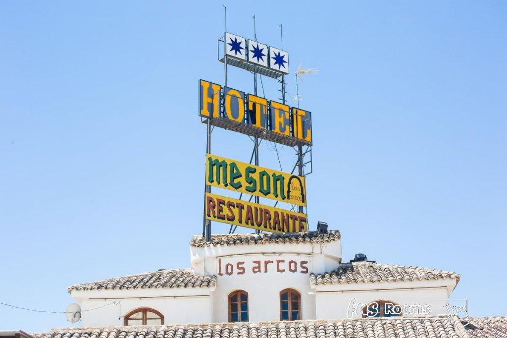 32 - Hotel Restaurante Los Arcos