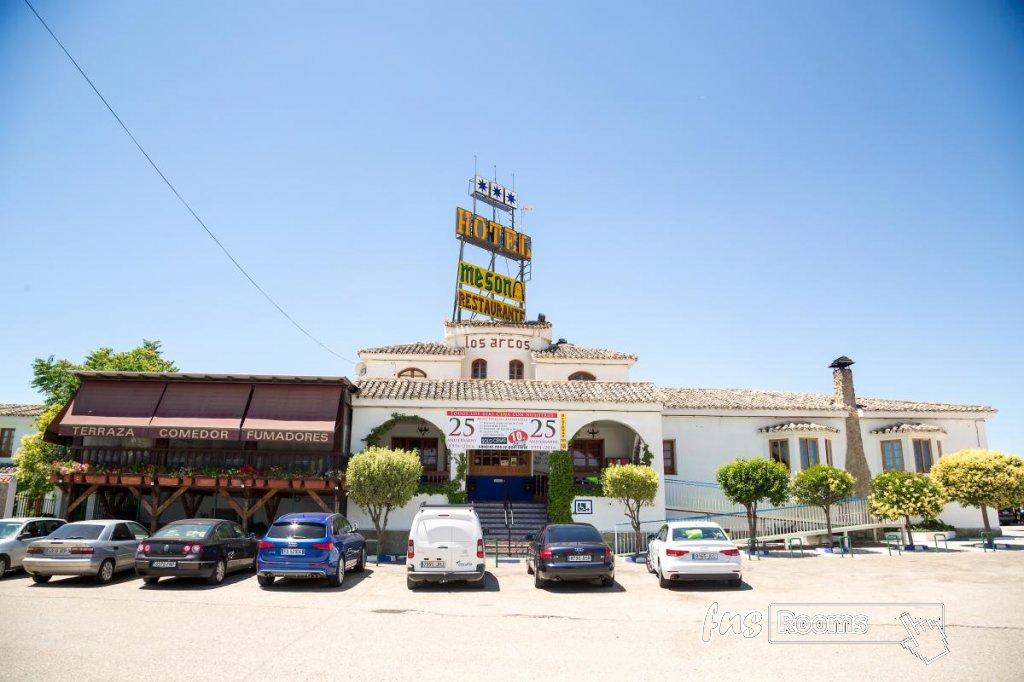 33 - Hotel Restaurante Los Arcos