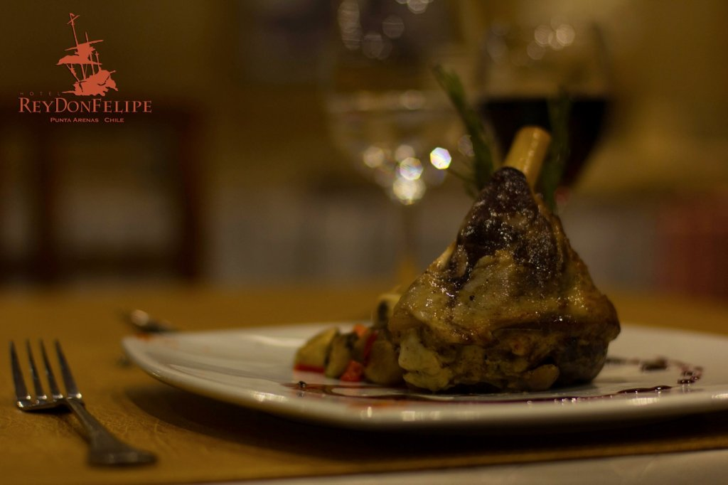 6857-1536745499_cordero-en-restaurante-hotel-rey-don-felipe-copia.jpg.jpg