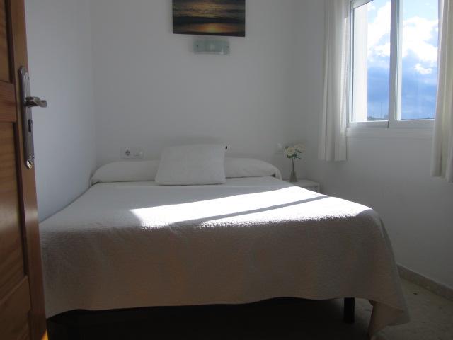 Habitacion doble pequeña con baño privado