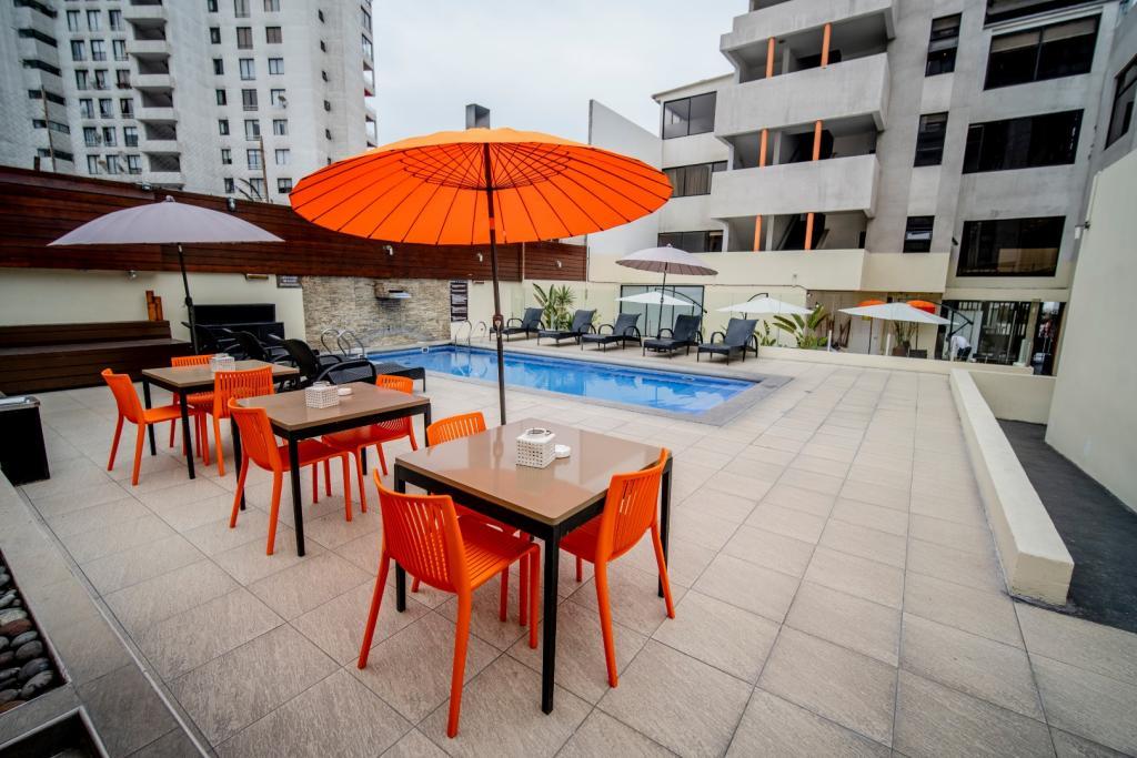 7324-1554249152_hotel-spark-iquique_cavancha_piscina-4.jpg.jpg
