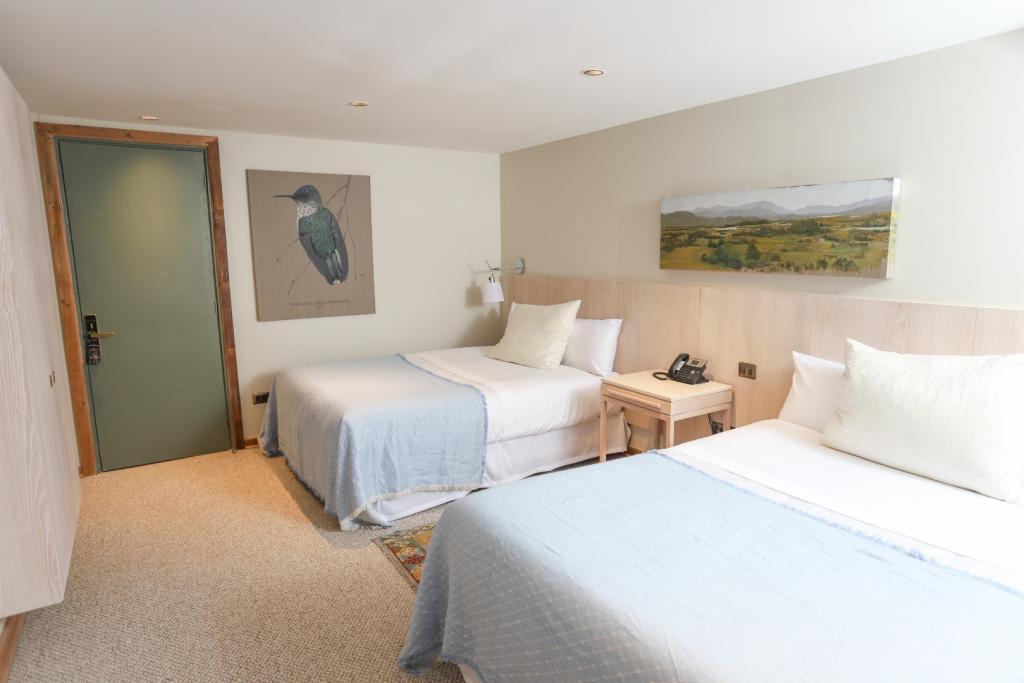 7363-1568819165_junior-suite-dos-camas-matrimonio-y-un-sofa-cama.jpg.jpg