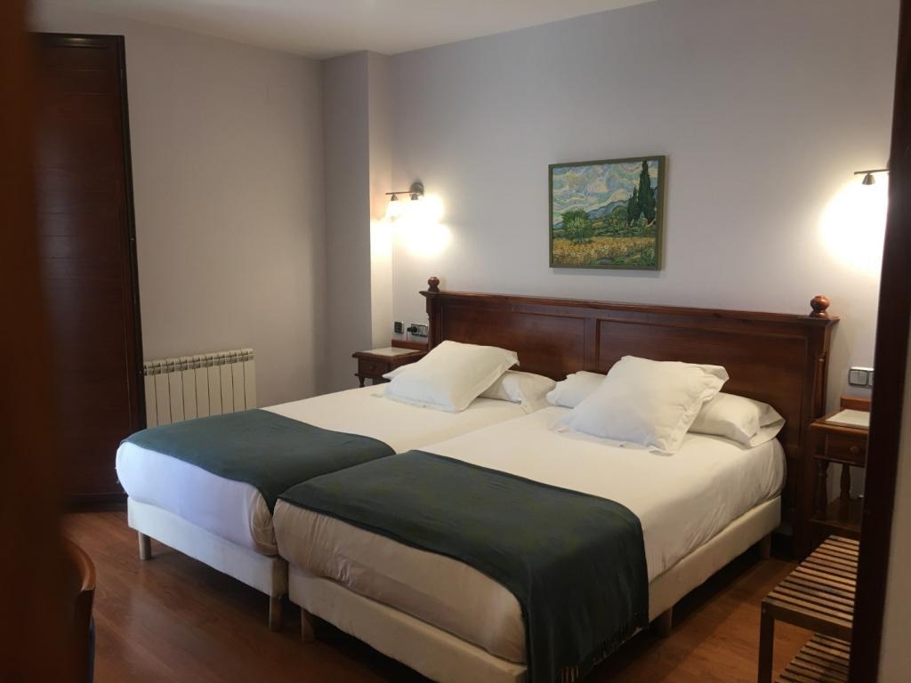 Doble 2 camas (con cama supletoria) y Bañera Hidromasaje