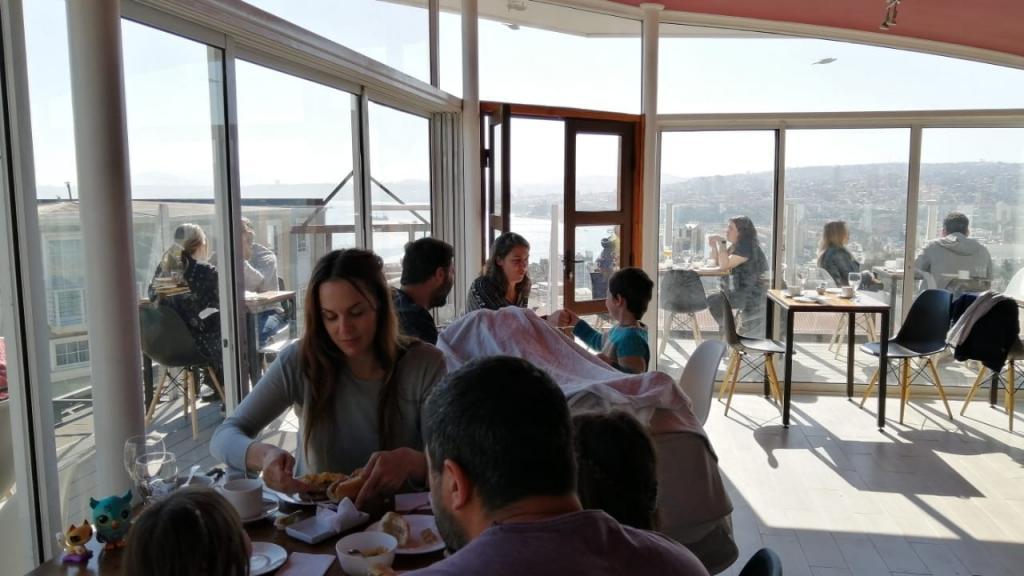 Boga hotel y terraza Valparaiso